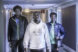 Nu bor trion i Vågbro men de hoppas på eget boende och att i framtiden få studera för att kunna hjälpa till i flyktingläger i framtiden.