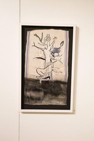 I konstverket som kallas Släktträdet finns både pappas hundar och mammas handduk med som symboler för släkten.