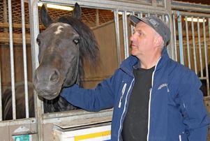 Jan-Olov Persson förbereder sig på att ta farväl av Järvsöfaks. Han har till och med köpt gravsten.