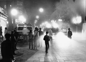 Branden på Priscilla 1 november 1983. Området fram till Hantverkargatan spärrades av medan släckningen pågick.