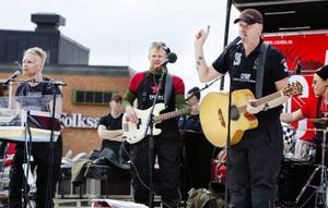Klassiska supergruppen The Band förstärkte tidvis med Bob Dylan. Jämtländska Marmeladorkestern förstärker med Patrik Zackrisson. Episkt.