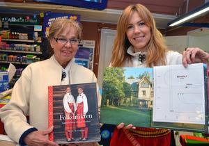 Mejt och Susanne håller i de nya böckerna för första gången.