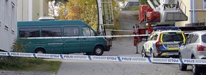Mannen hittades död på marken i korsningen Tullgatan, Rosengatan i Stugsund.