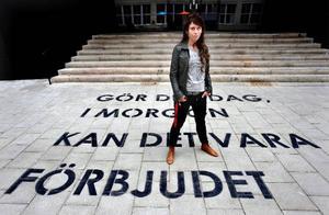 Anna Odell stod för 2009 års mest omtalade konsthändelse. Hon dömdes till 50 dagsböter av Stockholms tingsrätt för våldsamt motstånd och oredligt förfarande – men ångrar inte sitt agerande.  Foto: Tomas Oneborg/SvD/Scanpix
