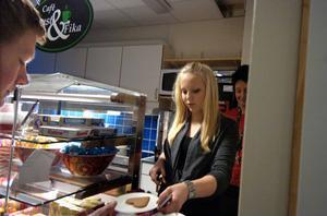 Jennie Edvinsson och Carina Lindén skötte kafeterian Lust och fika.