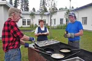 Olle Honsander kommer från Singsjöns bygdeförening och brukar steka kolbullar någon gång per år.