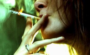 Trendigt. Varje år lockas 16 000 svenska ungdomar under 18 år in i ett tobaksberoende. Var finns den politiska viljan att begränsa tobaks-debuterna bland unga? skriver Elin Ramfalk.