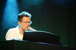 Frank Ådahl stod för pianospelandet under lördagskvällen.