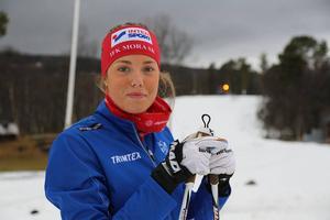 Emma Björklund från IFK Mora gjorde skidpremiär utomhus för säsongen.