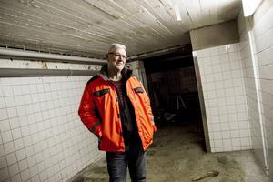 Ingemar Sandehult har stora visioner för den gamla surströmmingsfabriken i Enånger.