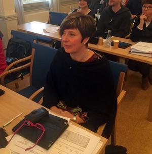 Ingeborg Wiksten (FP) vill förbättra scheman för de anställda för att göra landstinget mer attraktivt.