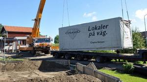 På onsdagen gick sista transporten av kontorsmoduler som under ett halvdussin år fungerat som skollokaler vid Gällö skolaBarackflytt: