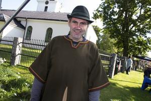Tidsenligt klädd var Lars-Ove Flodberg från Trollharens fisk.