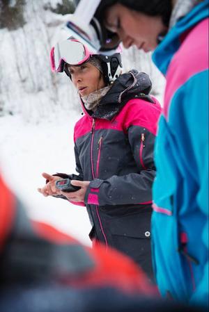 Rebecka Eriksson håller en kort genomgång i hur man söker med en tranciever.
