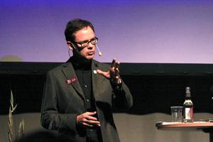 Calle Markstedt var på sin tid ÖP:s nöjesredaktör och punkprofil, nu agiterar han för att gymnasielever ska delta i bokcirklar på skoltid.