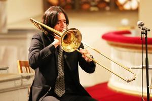Eddie Venegas tog också upp trombonen i några av styckena.