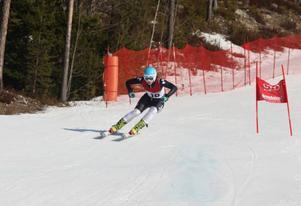 Elsa Håkansson-Fermbäck glänser i backen. På sin födelsedag tog hon USM-guld i Super-G.