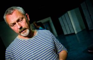 """Regissören Johan Bernander beskriver """"Apberget"""" som en allvarlig pjäs med mycket men lågmäld humor."""
