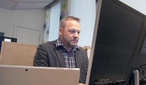 Det är bråda tider för Erik Olofsson, mäklare i Östersund, och hans kollegor. Marknaden i länet är glödhet.