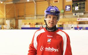 Oscar Jonsson är inte van att gå på is redan i juli