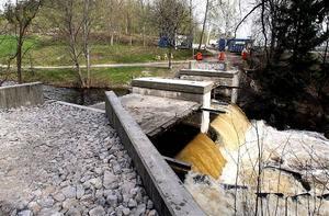 Nu är allt förberett för att lyfta den nya bron över Kramforsån på plats.