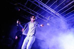 Denni Omanovic uppträder med Bandet på fredag och lördag kväll under Härnösands stadsfest.