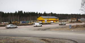 Flera företagarföreningar är fortsatt kritiska till handel vid Medskog.