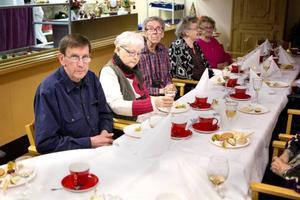 De boende på Häradsgården i Lit hade sitt nyårsfirande redan i fredags. Ett 50-tal personer fick ett storslaget firande med god mat, underhållning,