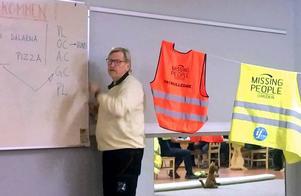 Drygt ett 20-tal från länets brukshundklubbar har två lördagar har fått information av Missing People. Verksamhetsledare Lasse Svensson, Borlänge, pratade om organisationen och behovet av fler frivilliga. Nästa fas blir tester och specialträning med hundar.