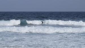 Playa del Hombre är surfarnas favorit. Här finns bland annat en surfskola för den som vill lära sig.