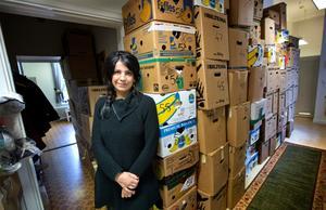 – Det värmer i hjärtat. Soheila Fors, som driver Tehuset i Karlskoga, är initiativtagaren till hjälpsändningen till Kurdistan. Foto: Håkan Risberg