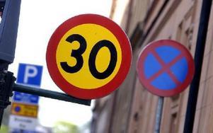 I alla bostadsområden och centrum blir det 30 som är maxhastighet.FOTO: JAN-ERIK HENRIKSSON/SCANPIX