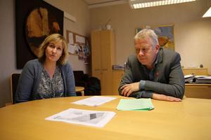 Kommunalråd Anna Hed, (C) och kommundirektör Peter Karlsson är mycket nöjda med fastighetsaffärerna.