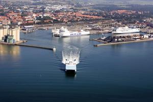 Ystad hamn. Installationen av kompletta landanslutningarför att leverera elkraft till fartyg kommer att omfatta fem kajplatser i hamnen. Foto: ABB