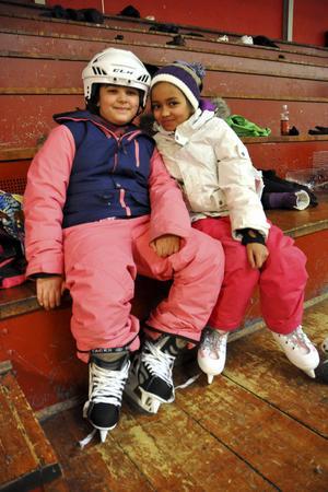 Det här var första skridskotillfället med skolan för Maria Daje, 3B, och Natascha Köpmans, 3A.