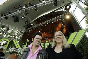 Toralf och Theresia från Glada Hudik-teatern trivdes både på och framför Sollidens scen.