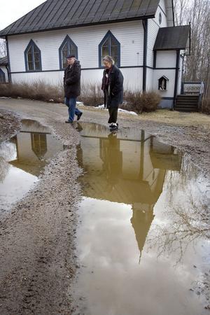 En gång fanns en stor och aktiv katolsk församling i Sörforsa. Medlemmarna är färre nu, men församlingen lever vidare. Per-Olof och Elisabeth Andersson är två av dagens medlemmar.