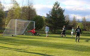 Andreas Ekberg i hemmamålet sträckte ut rejält men var chanslös när Berg avgjorde med matchens enda mål.