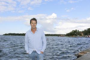 Martin Österdahl har nyligen släppt sin tredje thriller om Max Anger, som är uppvuxen på Arholma.