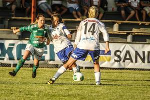 Josefina Arvidsson, till vänster, och två av hennes lagkompisar i KD:s damlag, var med om en omskakande upplevelse på väg till match.
