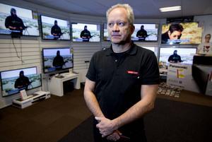 – Vi har fyrdubblat omsättningen av betal-TV abonnemang, säger Ove Sjödin, TV-handlare i Härnösand.