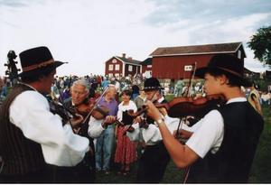 Fiolerna tystnat? Spelmansstämma i Bingsjö, Dalarna, 1994.Foto: Pawel Flato/Scanpix