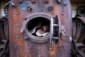 En riktigt gammal ångmaskin från Munktell som krävde bokstavliga hästkrafter för att färdas framåt.