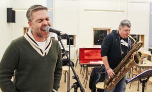 Anders Åhlund falsettsång håller fortfarande och Hans