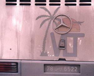 På semester i Tunisien fick vår buss motorstopp och vi blev hämtade, efter fyra timmar av en VLT märkt buss. Dammig och smutsig men den fungerade