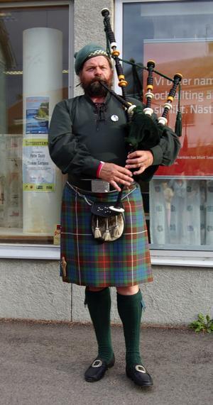 Säckpipa. Anders Mörk Larsen, från Danmark, stod för äkta skotsk underhållning. Foto:Jeanette Lundbeck