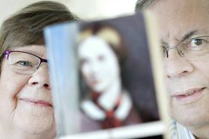 Sandvikenborna Anna-Karin Malmström Ehrling och Per Ove Ehrling har översatt Charlotte Brontë till svenska. Nu har de också startat ett eget förlag för att ge ut en bok om författarsystrarna Brontës värld.