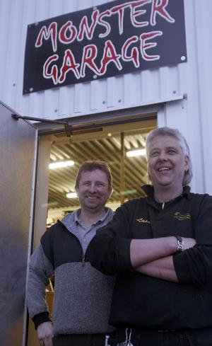 Roger Olsson och Lasse Burefjord i Monstergaraget.