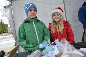 10-årige Theo Ranström och Frida Granström från klass 4B på Klockarhagsskolan sålde bland annat saffransbröd, lotter och godis för att få pengar till en klassresa.