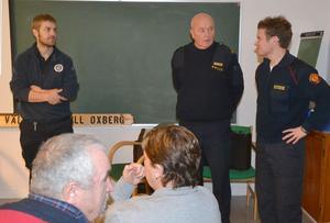Brandmannen Håkan Svedberg, polismannen Folke Hansson och vice brandchefen Johan Szymanski informerade bybor i Oxberg för att öka kunskapen om hur man skyddar sitt hem mot bränder, olyckor och oinbjudna gäster.